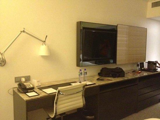 Gateway Hotel Hong Kong: Room