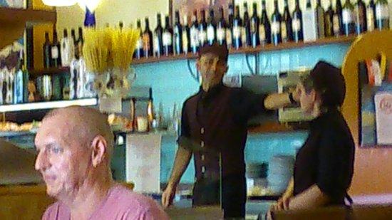 Caffe Sant Anna: Cuidado con este camarero,  le puede timar.