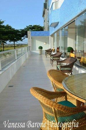 Hotel Balneario Cabo Frio : Varandão com vista para a praia