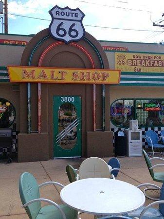 Route 66 Malt Shop : Outside