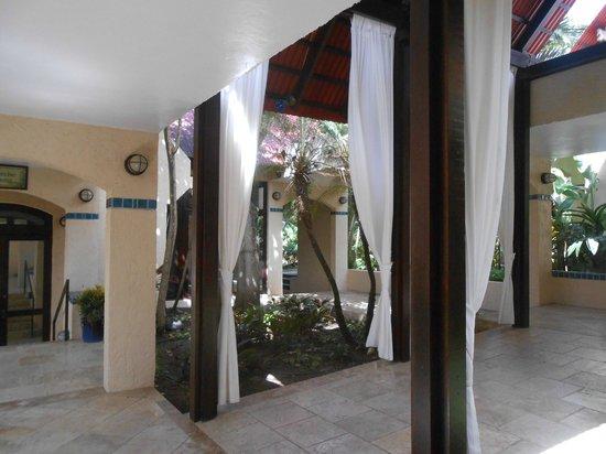 Renaissance St. Croix Carambola Beach Resort & Spa: lobby
