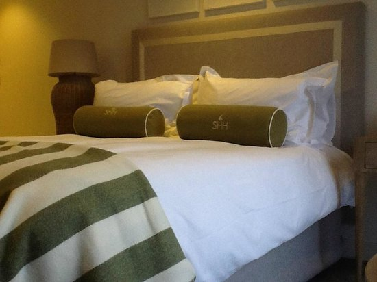 Salcombe Harbour Hotel & Spa: The furthest you can get from the bed