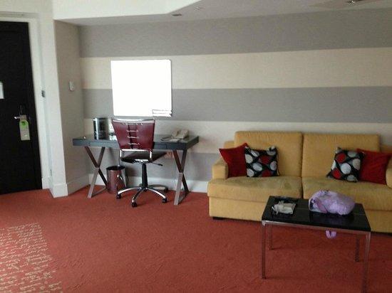 Park Plaza London Riverbank: Living room