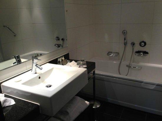 Park Plaza London Riverbank: Bathroom