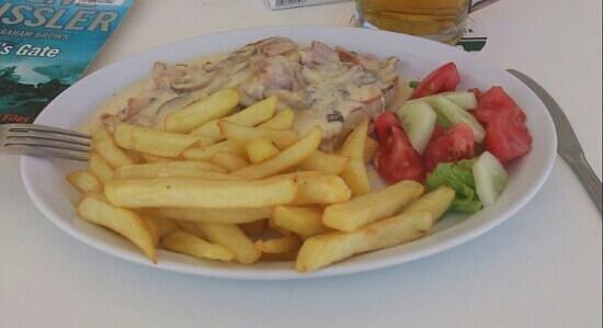 Nikos II Apartments: Splash Pool Chicken a la creme