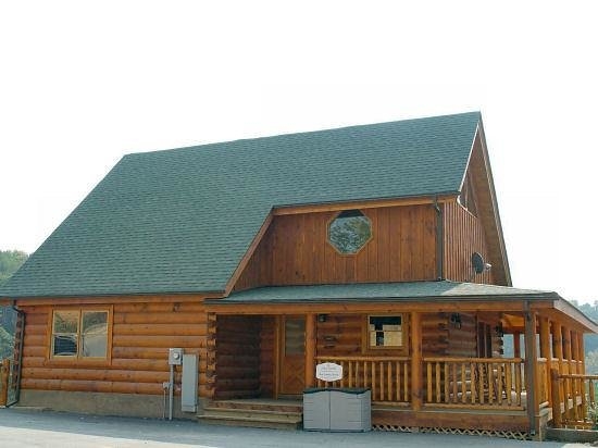 Incroyable Bear Creek Crossing Resort: Front Of Blue Skies Cabin