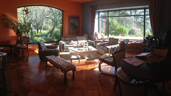 Santuario Patagonia Hotel Boutique : living y centro de descanso