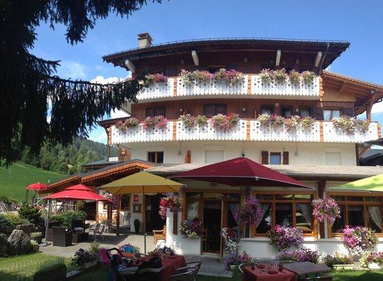 Hotel La Clef des Champs : Côté sud-est vu de la terrasse