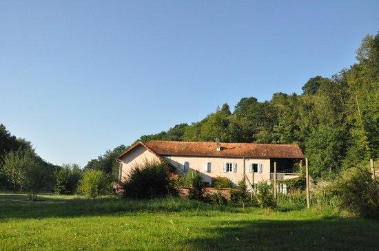 Feas, Francia: Vue de la maison depuis le parc