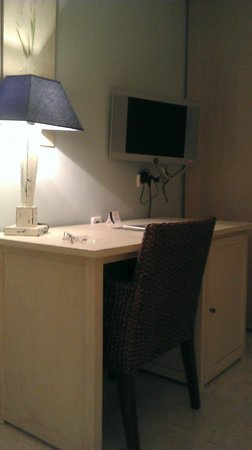 Alexandra Aparthotel : escritorio habitación estandar