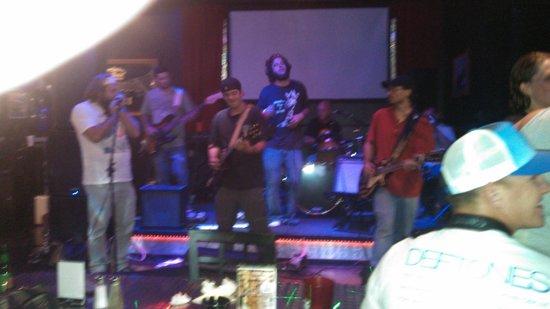 Zeppelin's Pizzeria & Bar: Live music