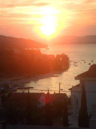 Villa Katarina: Un tramonto dal balcone della nostra camera