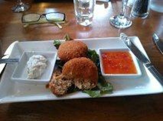 The George & Falcon: Crab Cakes