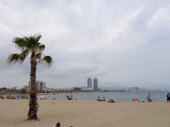 Hotel Banys Orientals: Barcelonetta Beach - 10 minute walk