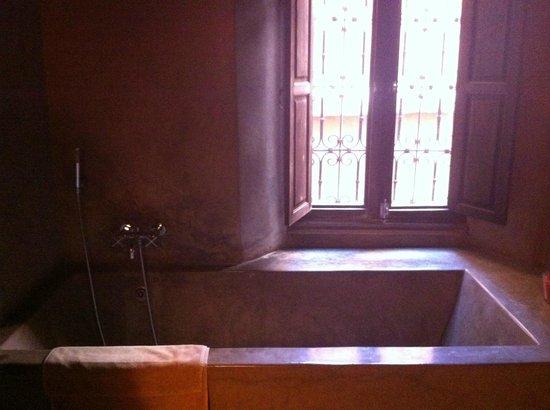 Riad Dar One: Bathroom