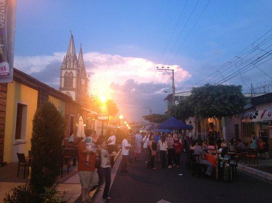 Paseo El Carmen: puestos en la calzada