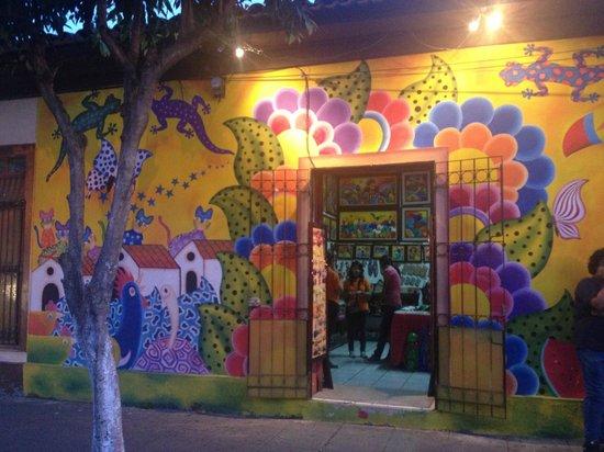 Santa Tecla, เอลซัลวาดอร์: Esta es la fachada de uno de los locales
