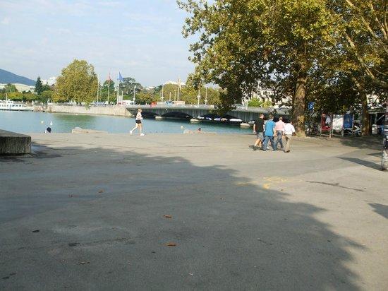 Bellevue Square: Waterfront