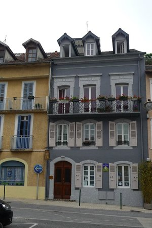 Au Pied Du Chateau: Oldest house in the street