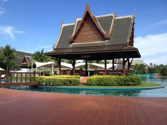 Sofitel Krabi Phokeethra Golf & Spa Resort: View from Pool Side