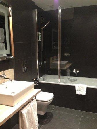 Barcelo Praha Five: Ванная комната
