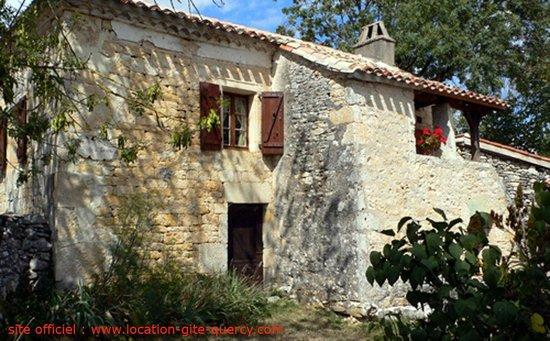 Les Gîtes du Mas d'Aspech dans le Lot en Quercy : la façade du gite la tuile à loup lot quercy location gite  www.location-gite-quercy.com