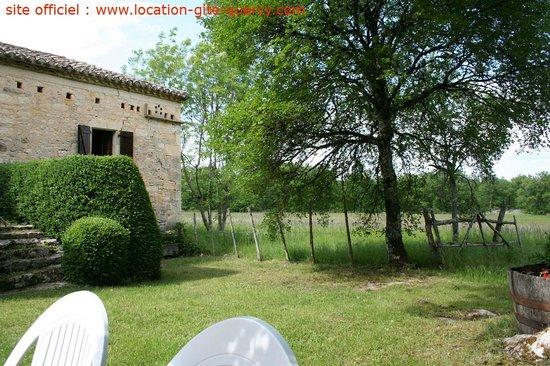 Les Gîtes du Mas d'Aspech : vue sur la nature depuis le gite lot quercy location gite  www.location-gite-quercy.com