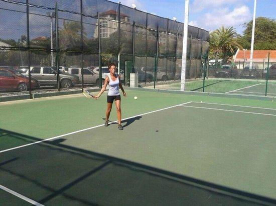 Omnibus Tennis: Tennisles @ Playa Linda