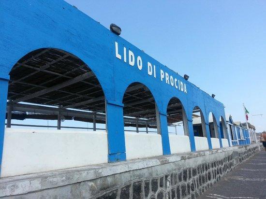 ingresso ristorante a terrazza sul mare - Foto di Lido di Procida ...