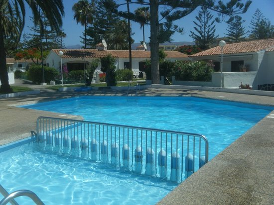 Santa Barbara Apartments: Poolen