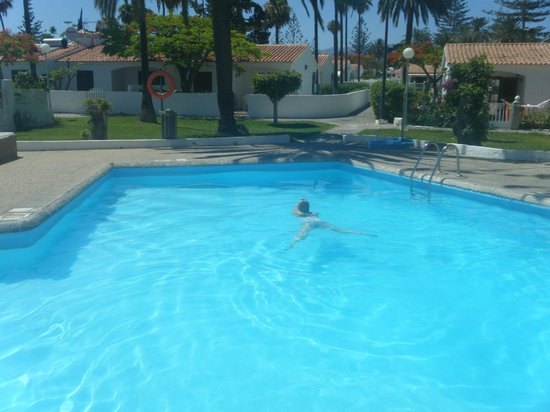 Santa Barbara Apartments: 1 av 5 pooler