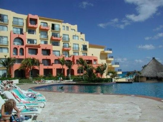 Fiesta Americana Condesa Cancun All Inclusive: Another nice view of beach and resort