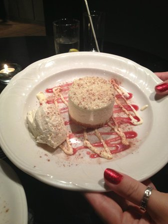 Hall Farm Hotel and Restaurant: Desert- lime & coconut cheesecake
