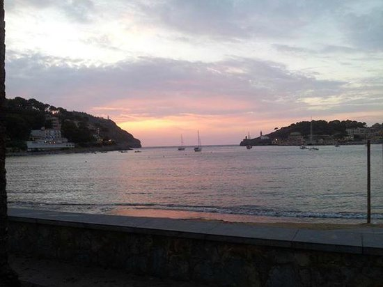 Hotel Marina: The view across the bay from Port de Soller