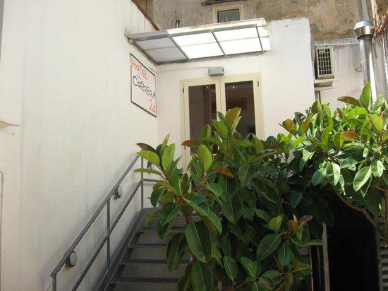 Hotel Correra 241 : Escaliers menant à la salle à manger