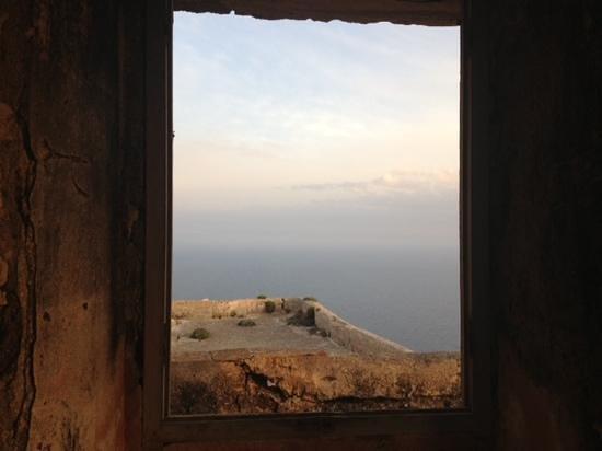 Castello di Santa Caterina : dal rudere...