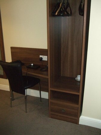 Victoria Inn: Basic furniture
