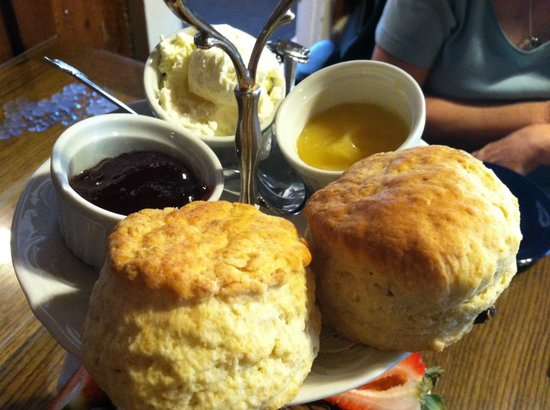 The Tea Cozy: lemon curd and jam was very yummy