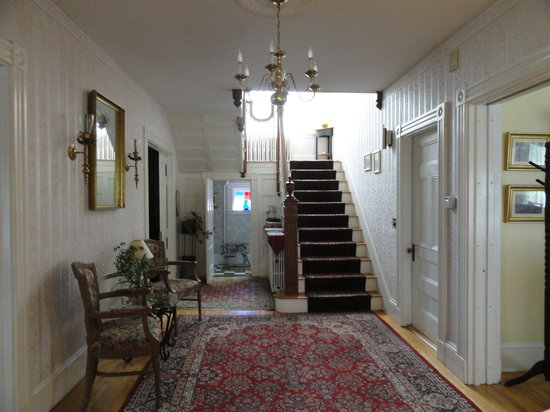 The Guilford Bed And Breakfast: Beautiful entrance!