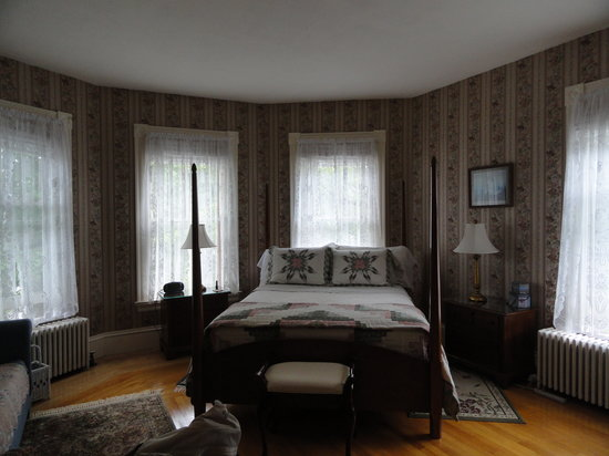 The Guilford Bed And Breakfast: Our bedroom...the Rose Room