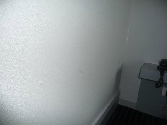 Le Royal Hotel : De légères traces sur les murs