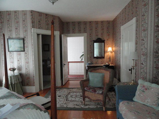 The Guilford Bed And Breakfast: very meticulous and spacious bedroom!