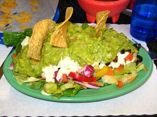 Blue Iguana: Vegetable salad with guacamole