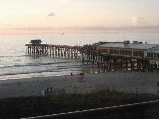 La Quinta Inn & Suites Cocoa Beach Oceanfront: Cocoa Beach Pier Next To Hotel