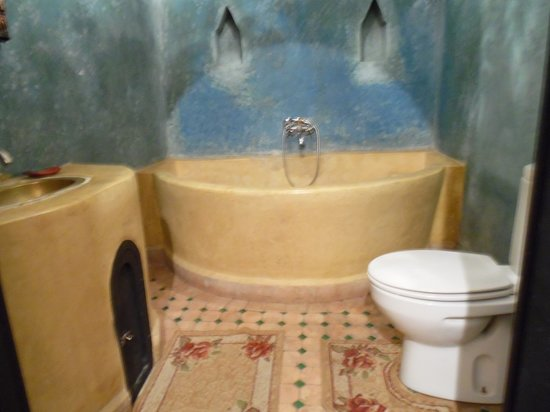 Riad Hiba: Bathroom