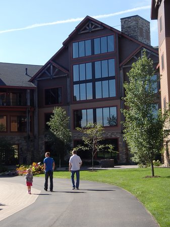 Glacier Canyon Lodge: Lobby from inside the resort