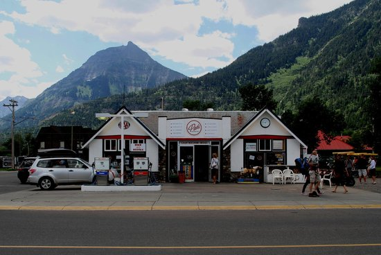 Waterton Glacier Suites : Pats Store for everything!