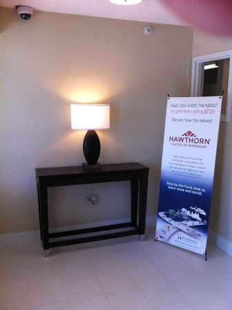 Hawthorn Suites by Wyndham Cincinnati Blue Ash: Front Area