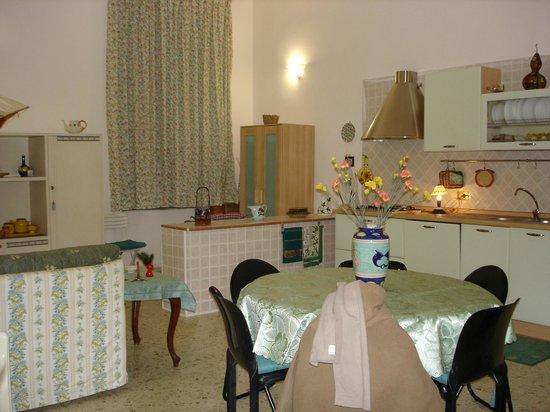 San Bartolomeo Bed and Breakfast: cucina - soggiorno