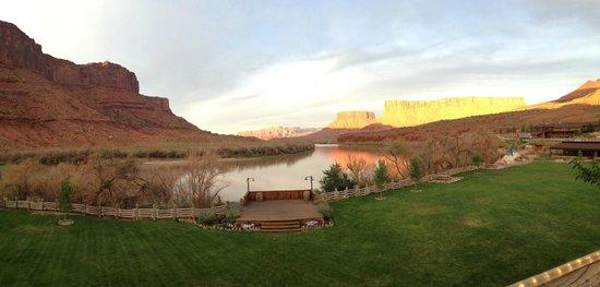 Red Cliffs Lodge : la vue sur le Colorado depuis la terrasse du restaurant